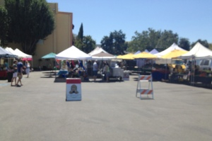 Willow Glen Farmer's Market: exposed, wide open spaces, high noon… baking on the blacktop.